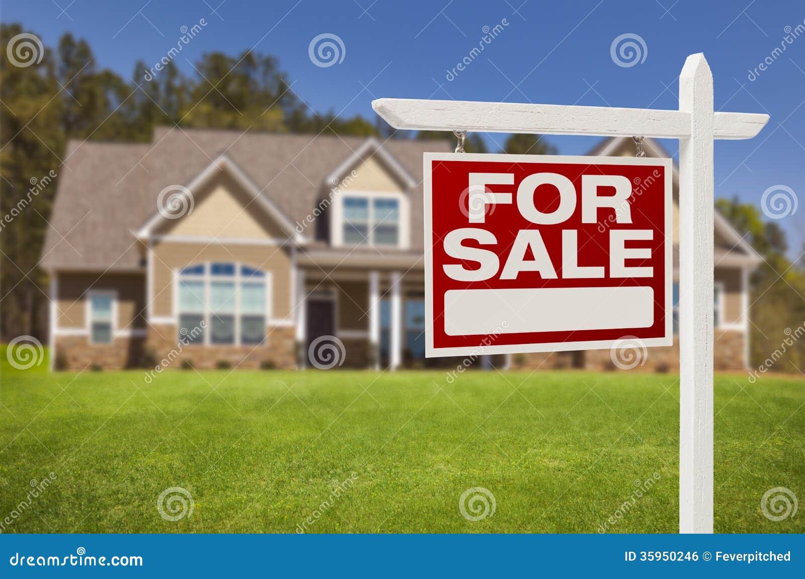 Hogar para la muestra de la venta delante de la nueva casa