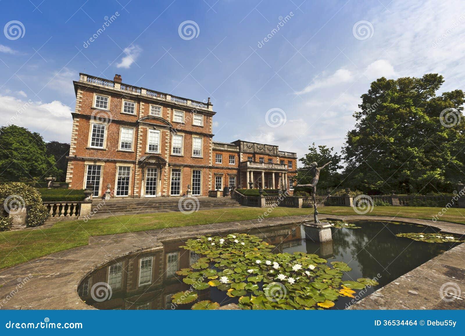 Hogar y jardines majestuosos ingleses imagenes de archivo for Hogar y jardin