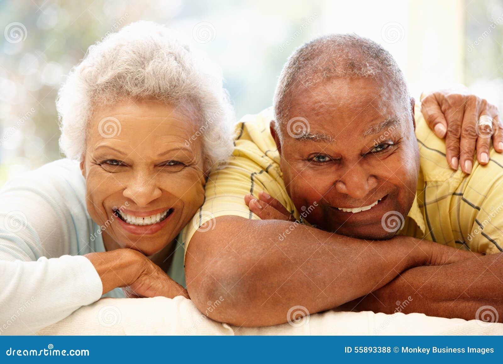 Hoger Afrikaans Amerikaans paar thuis