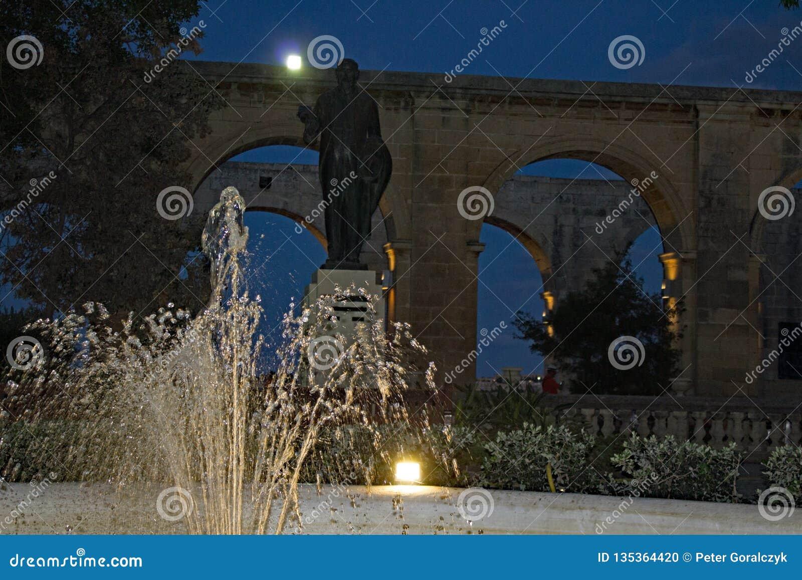 Hoger Barrakka-Tuinenla Valletta Malta bij nacht