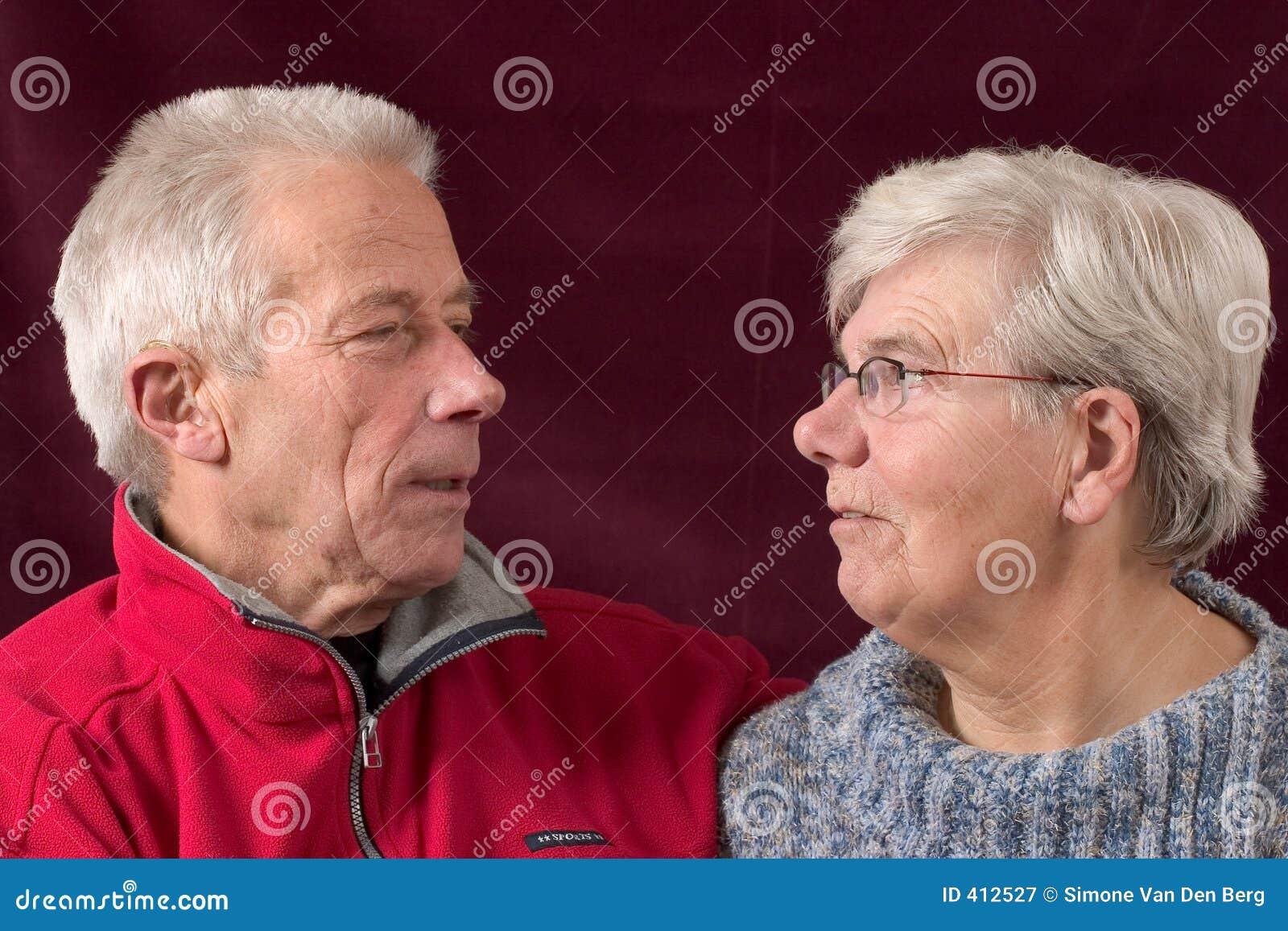 Hoger paar dat eachother bekijkt