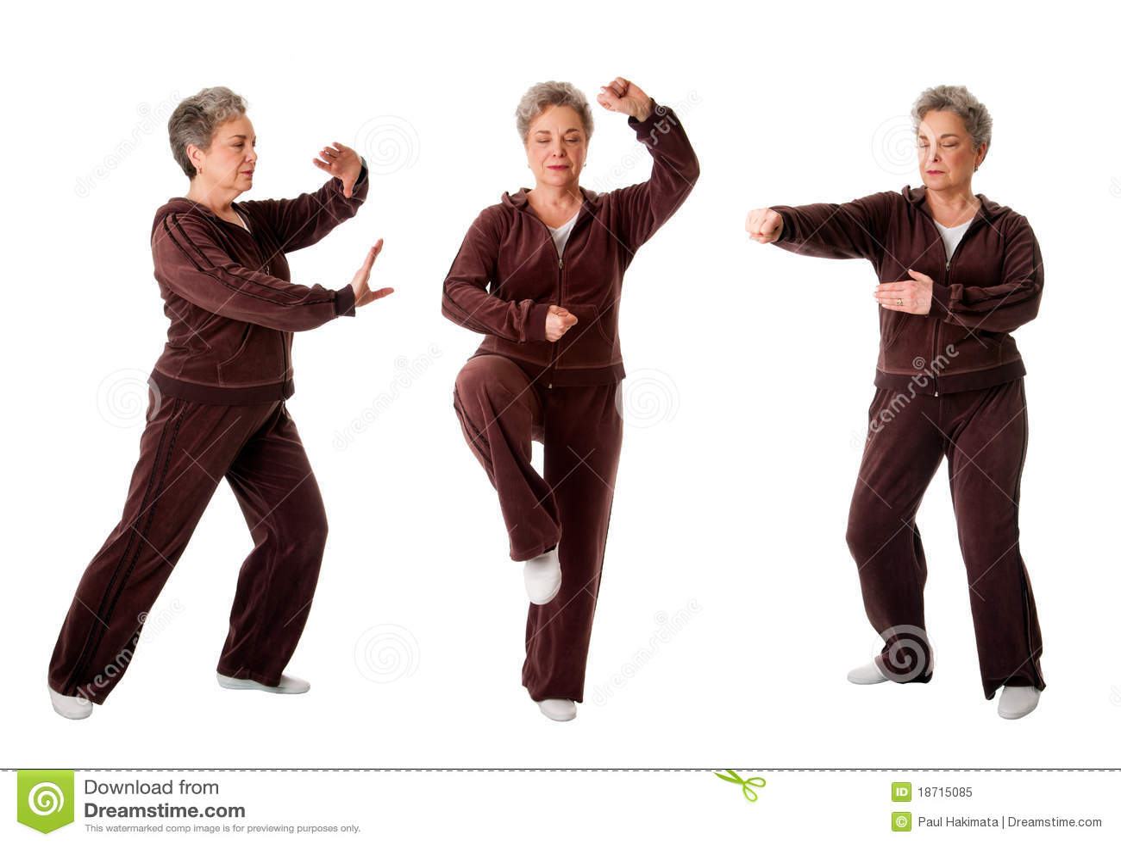 Hogere vrouw die Tai de oefening van de Yoga van de Chi doet