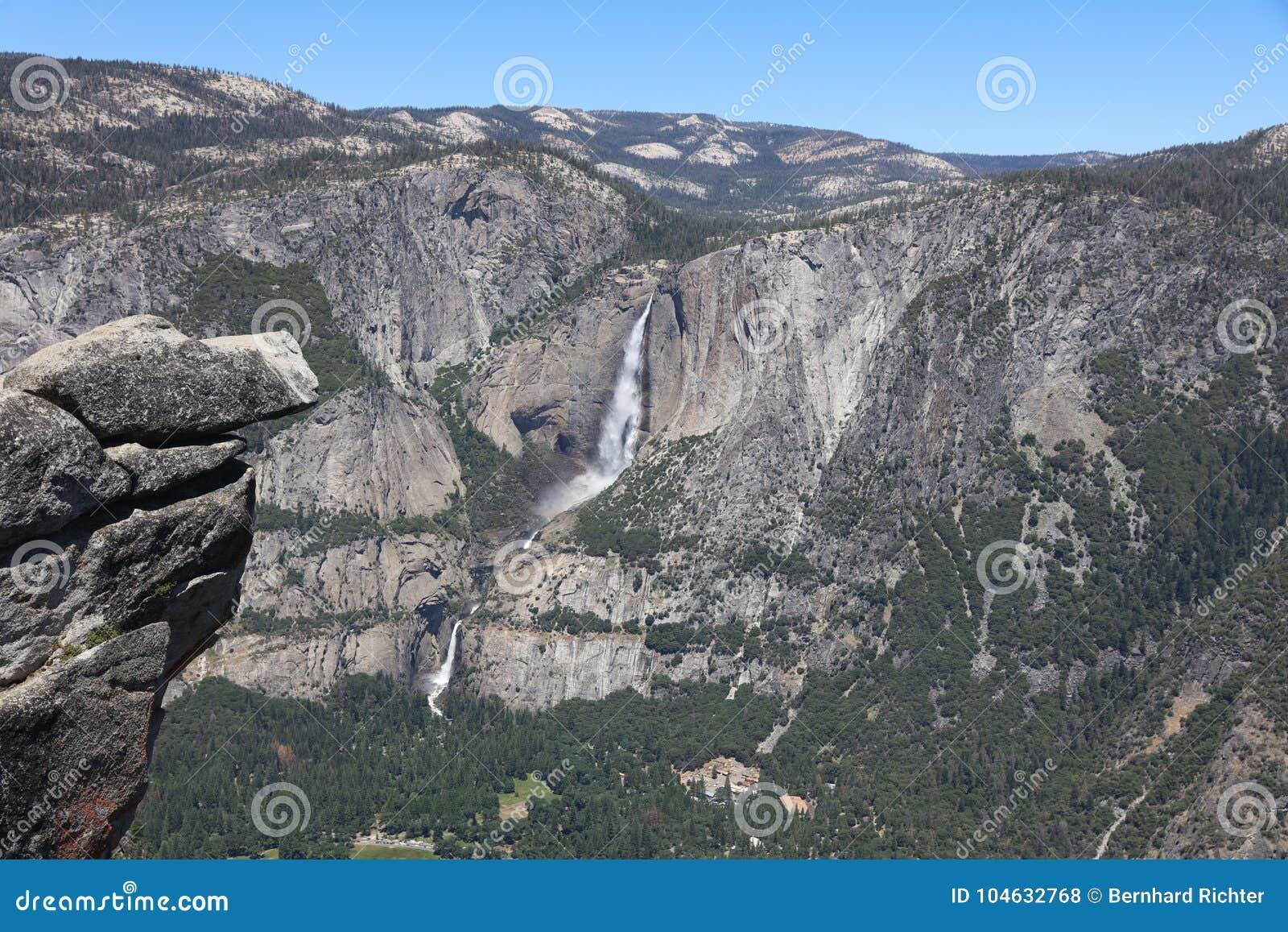 Download Hogere Yosemite-Dalingen Van Het Nationale Park Van Yosemite Stock Foto - Afbeelding bestaande uit punt, rots: 104632768