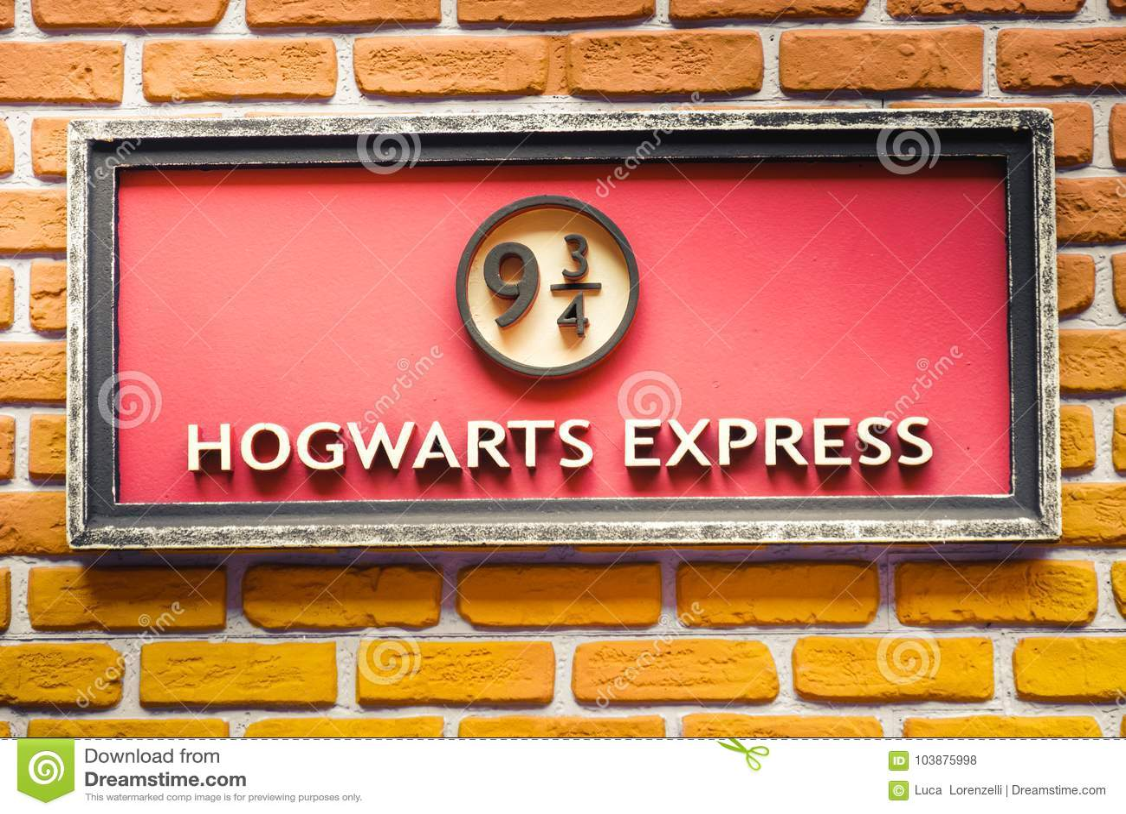 Hogwarts表达9和四分之三从哈利・波特英雄传奇的火车平台