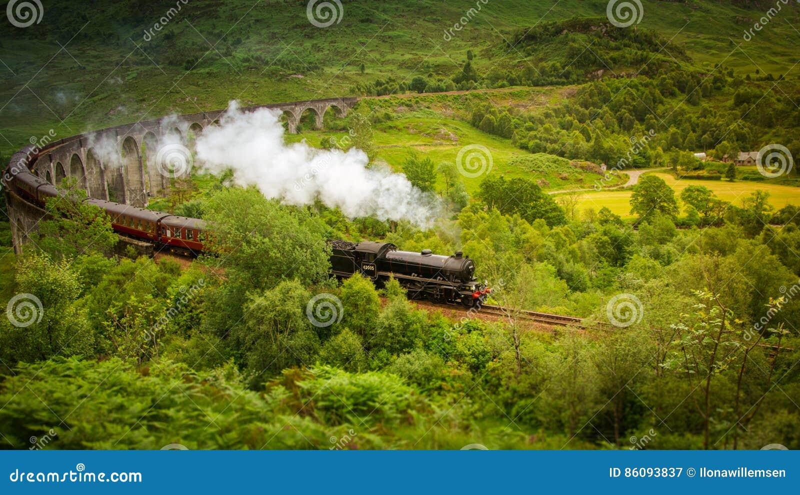 Hogwarts uttryckligt ångadrev från Harry Potter på Glenfinnan Skottland