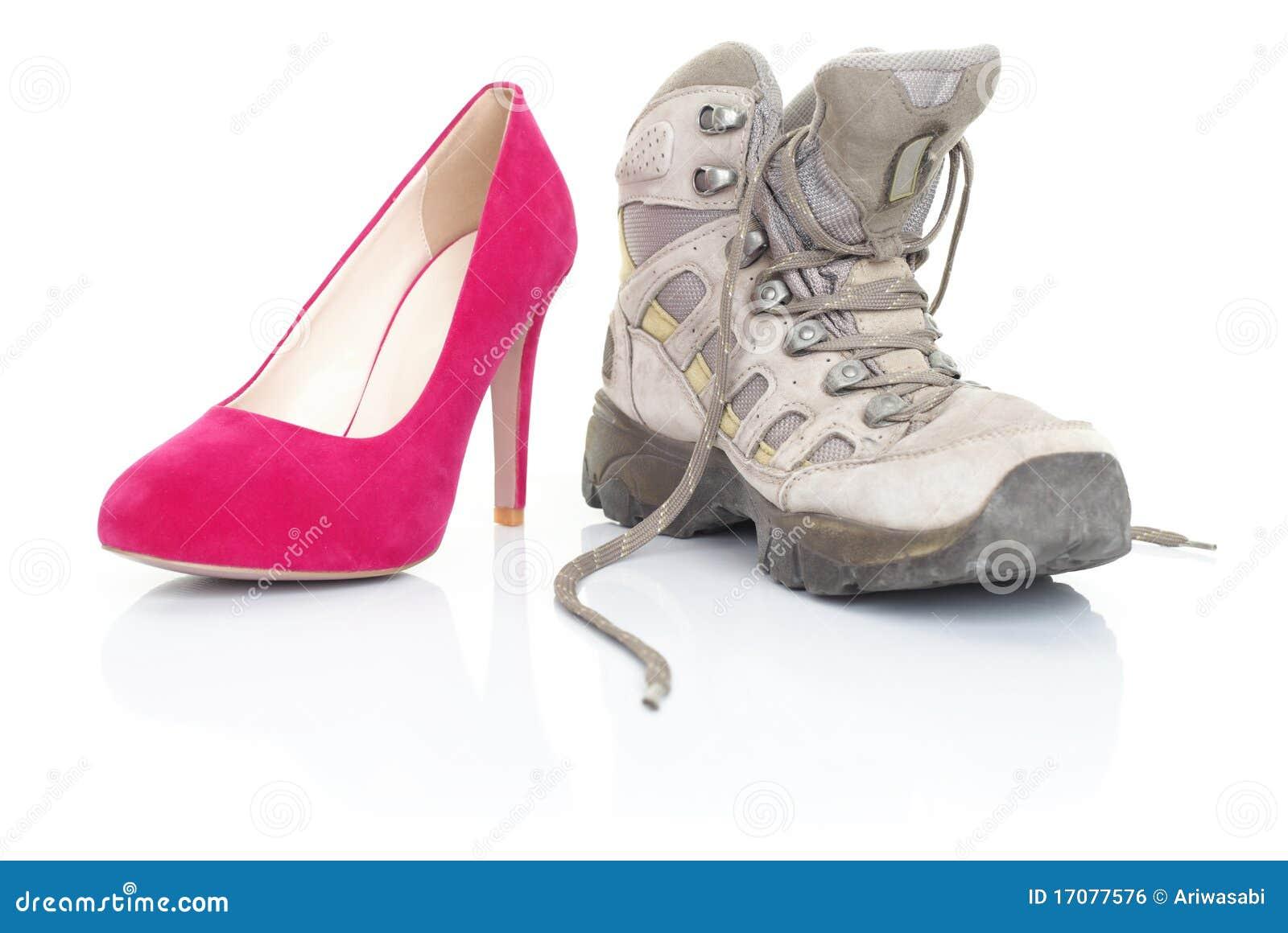 Hohe Absätze und wandern Schuhe auf Weiß