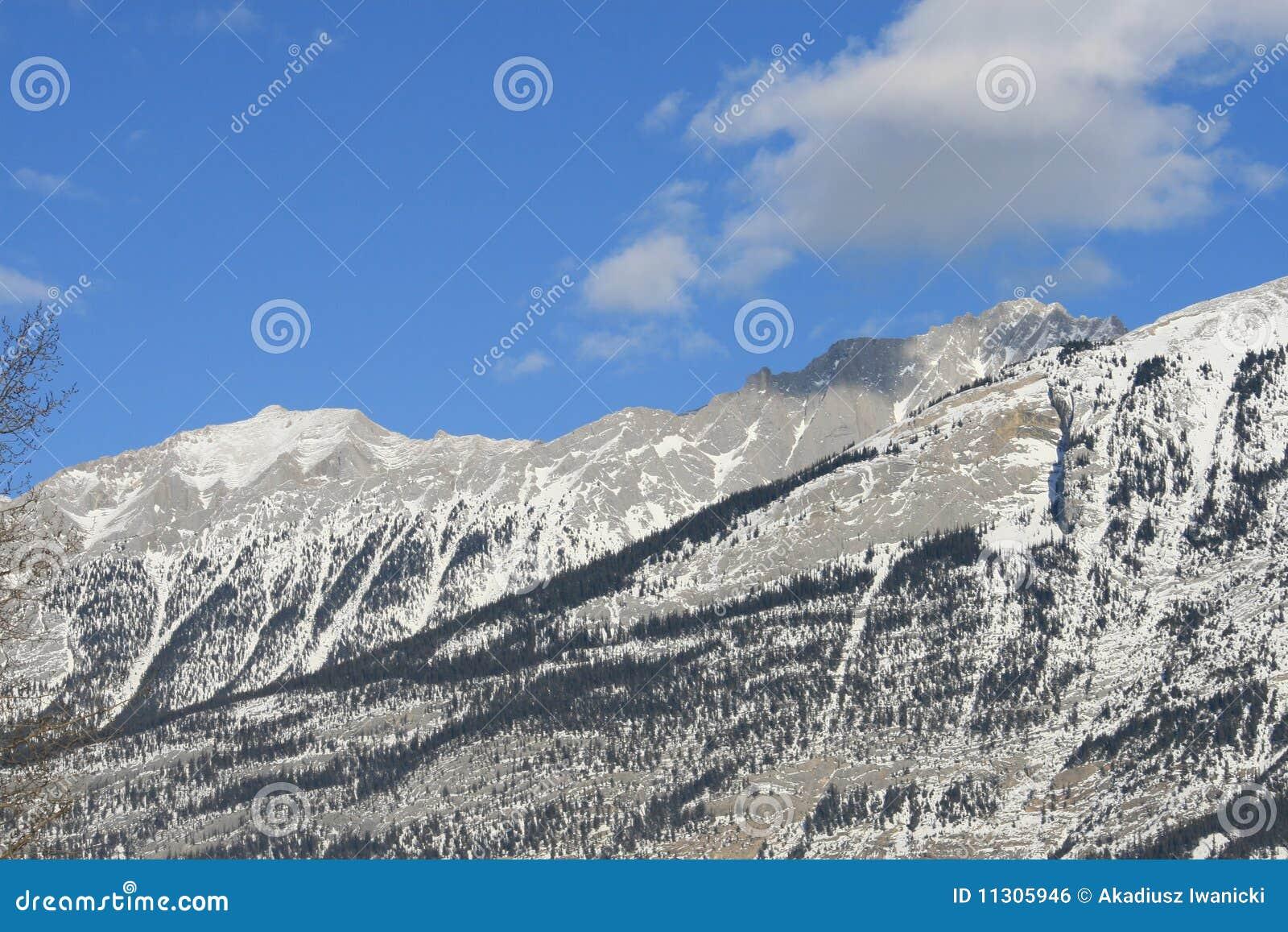Hohe Berge und Wolken, Kanada