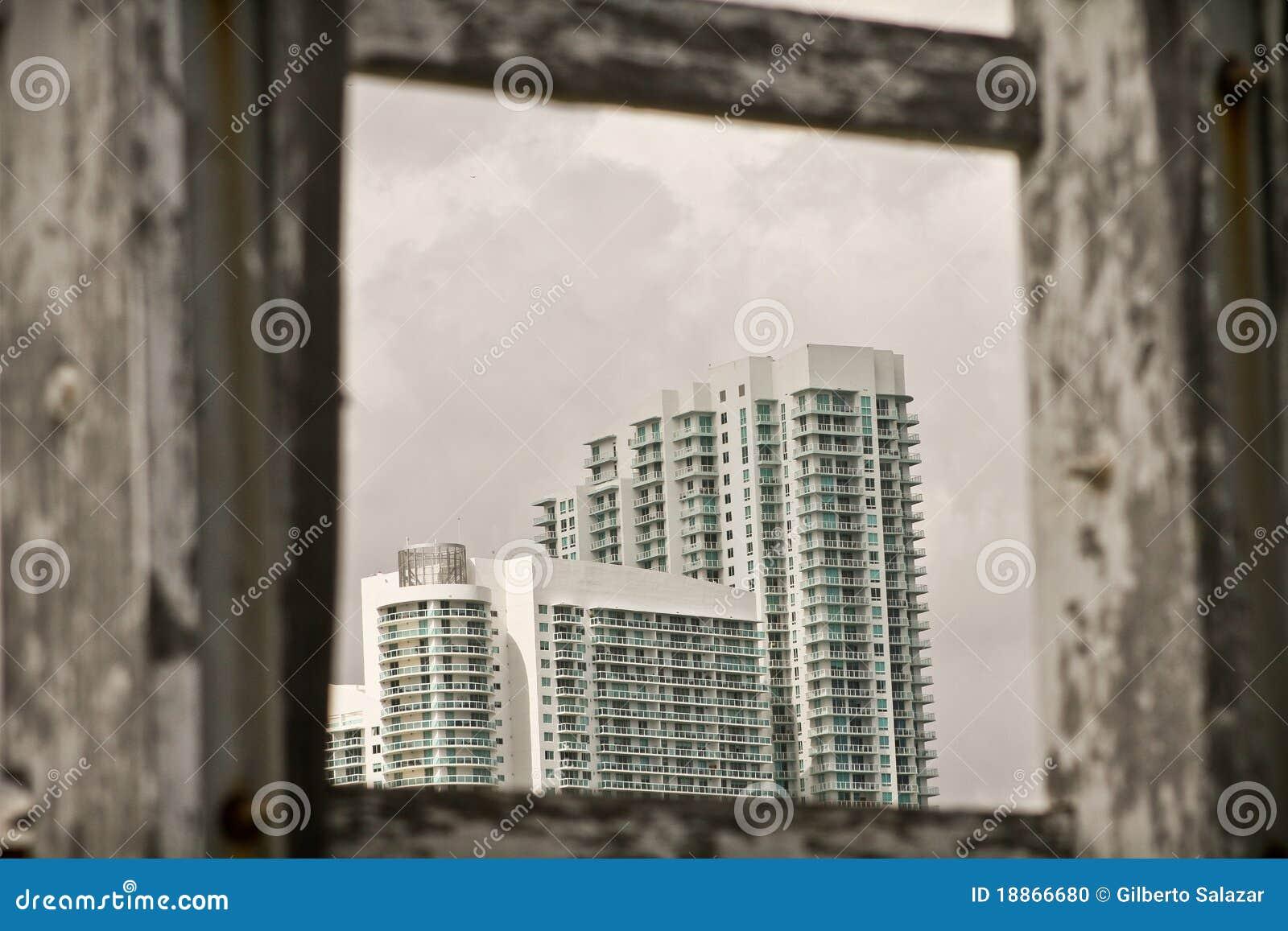 Hohe weiße Gebäude