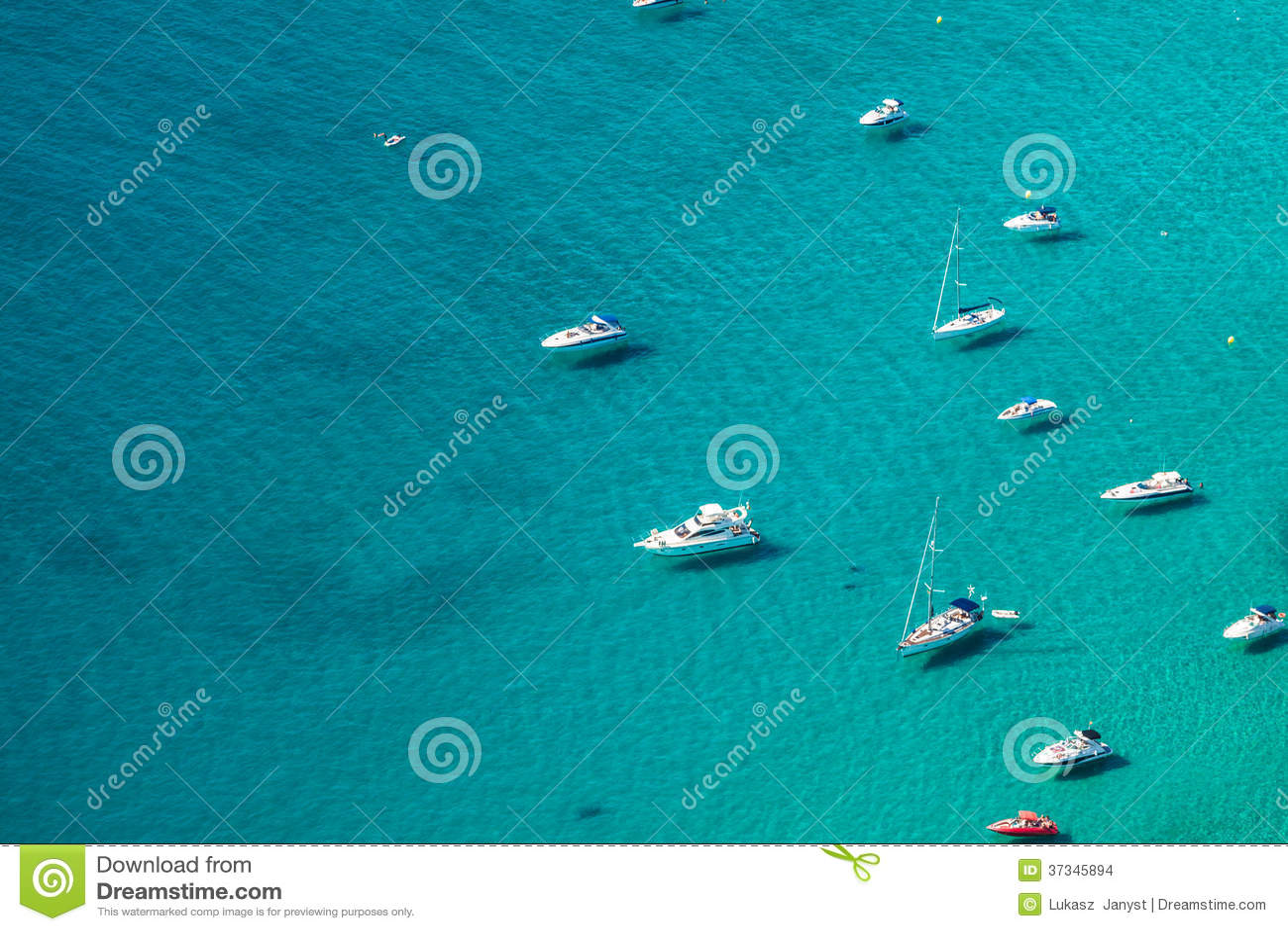 Hohe Winkelsicht des Jachthafens in Calpe, Alicante, Spanien