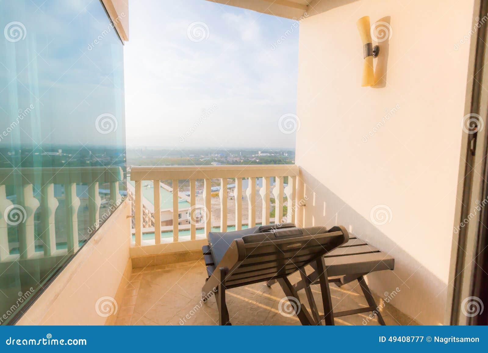 Download Hoher Luxusbalkon stockbild. Bild von außen, leer, cityscape - 49408777
