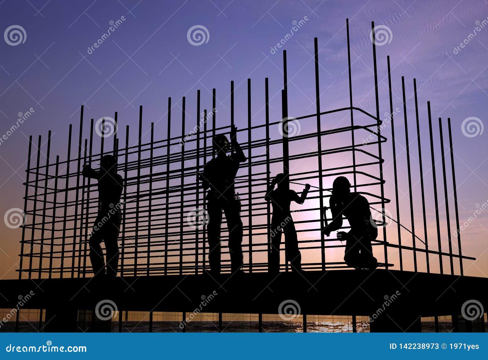 Hohes Anstieggebäude, das steigt
