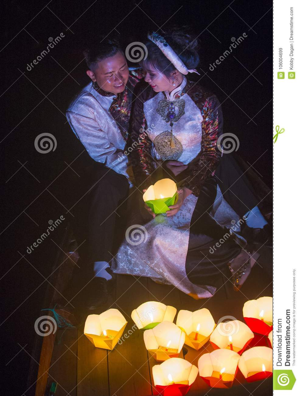 The Hoi An Full Moon Lantern Festival Editorial Stock Image Image Of Oriental Fire 106004699
