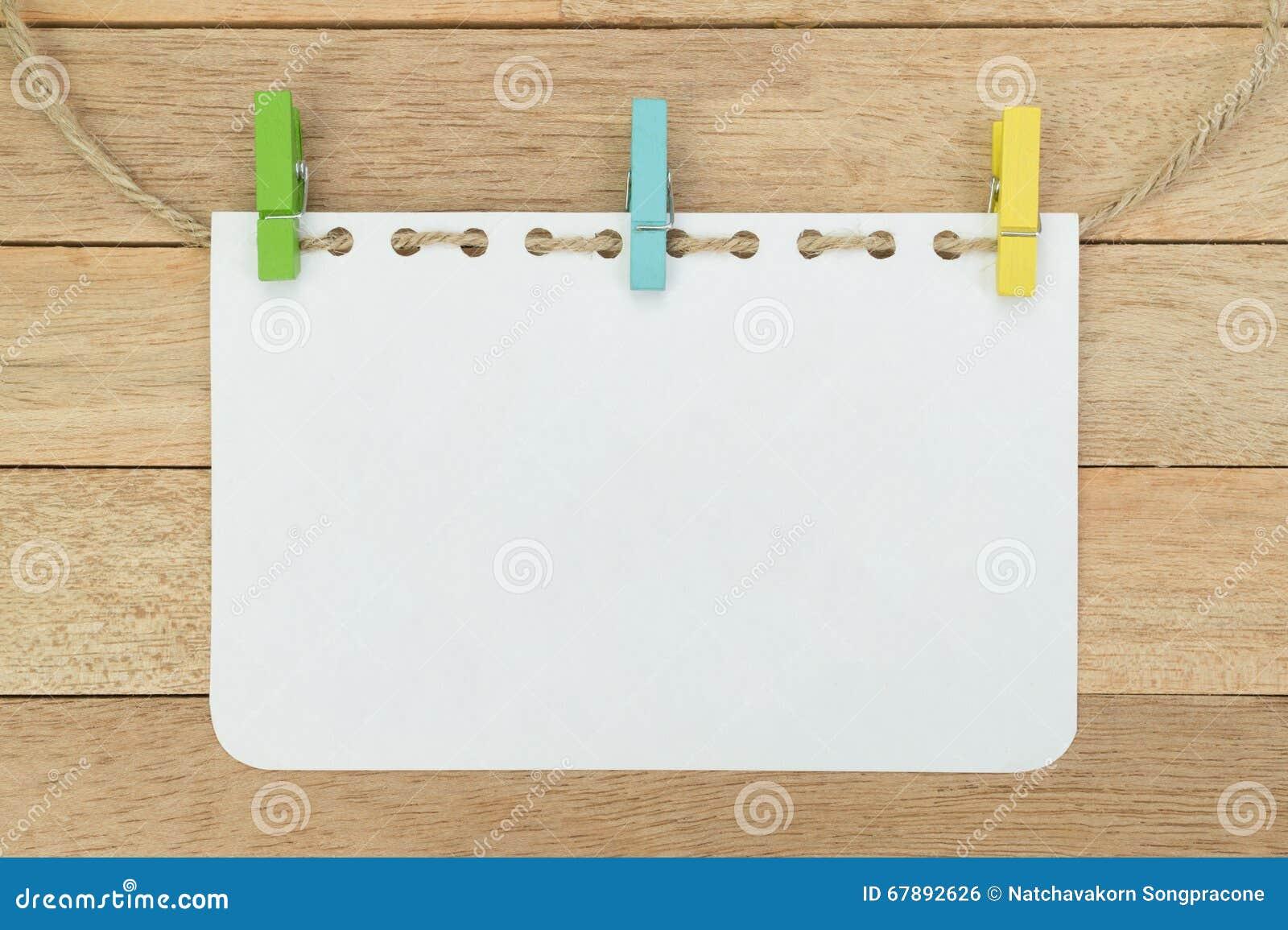 Hoja En Blanco Del Cuaderno Con La Cuerda En El Fondo De