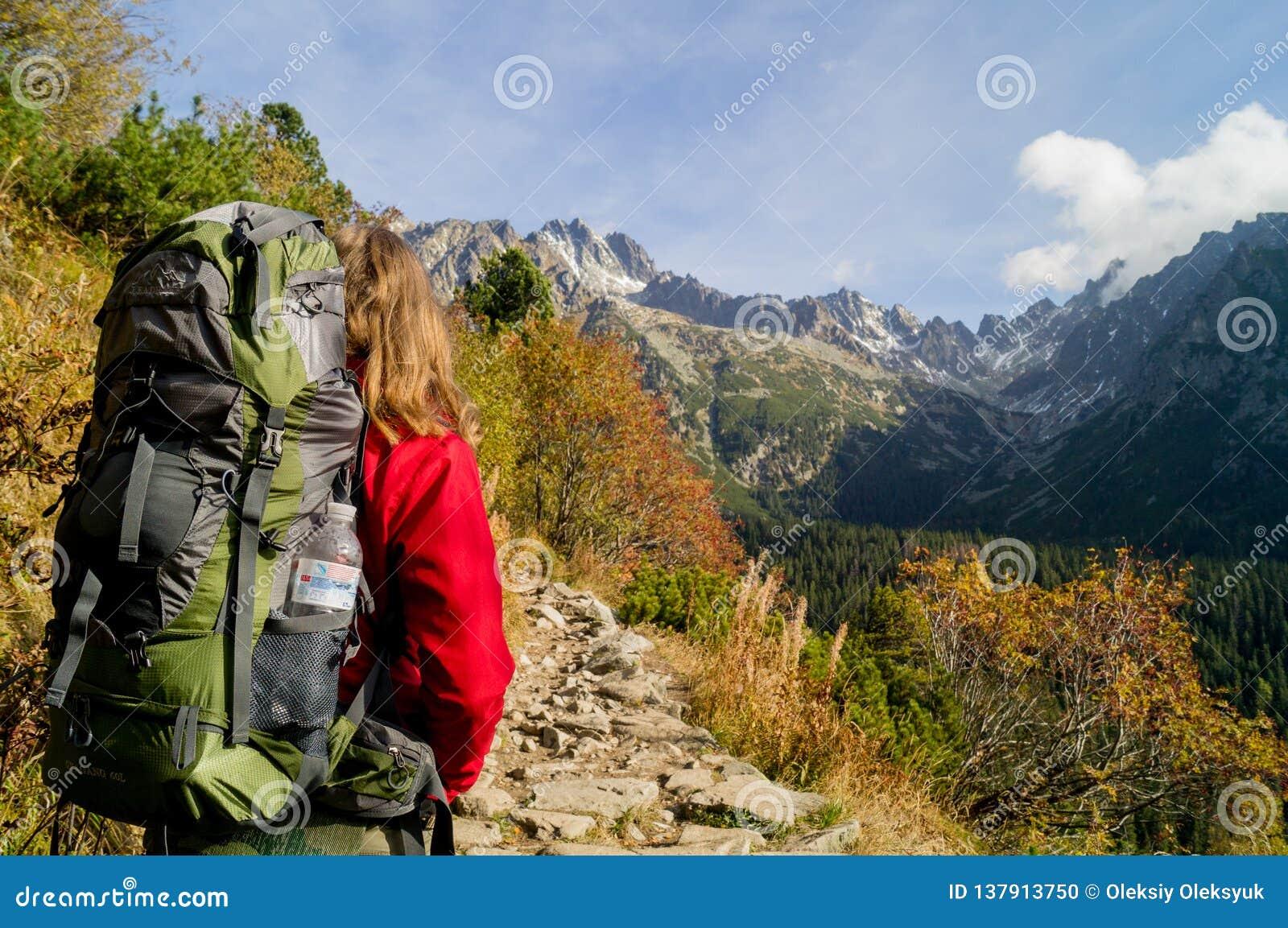 Hojas de ruta (traveler) hermosas Parque narodny de Tatransky Vysoke tatry eslovaquia