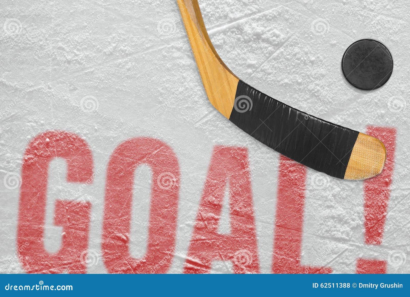 Hokejowy krążek hokojowy i kij na lodzie cel