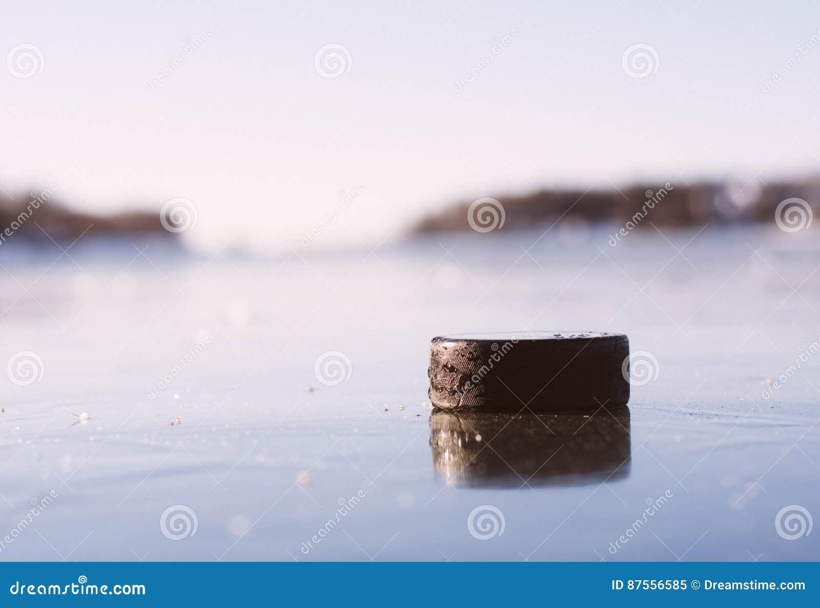 Hokejowy Krążek hokojowy Marznący jezioro
