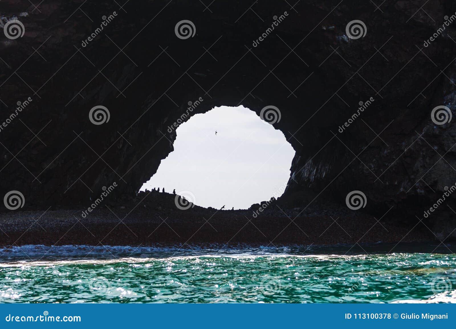 Hol in Islas Ballestas, Paracas-Schiereiland, Peru