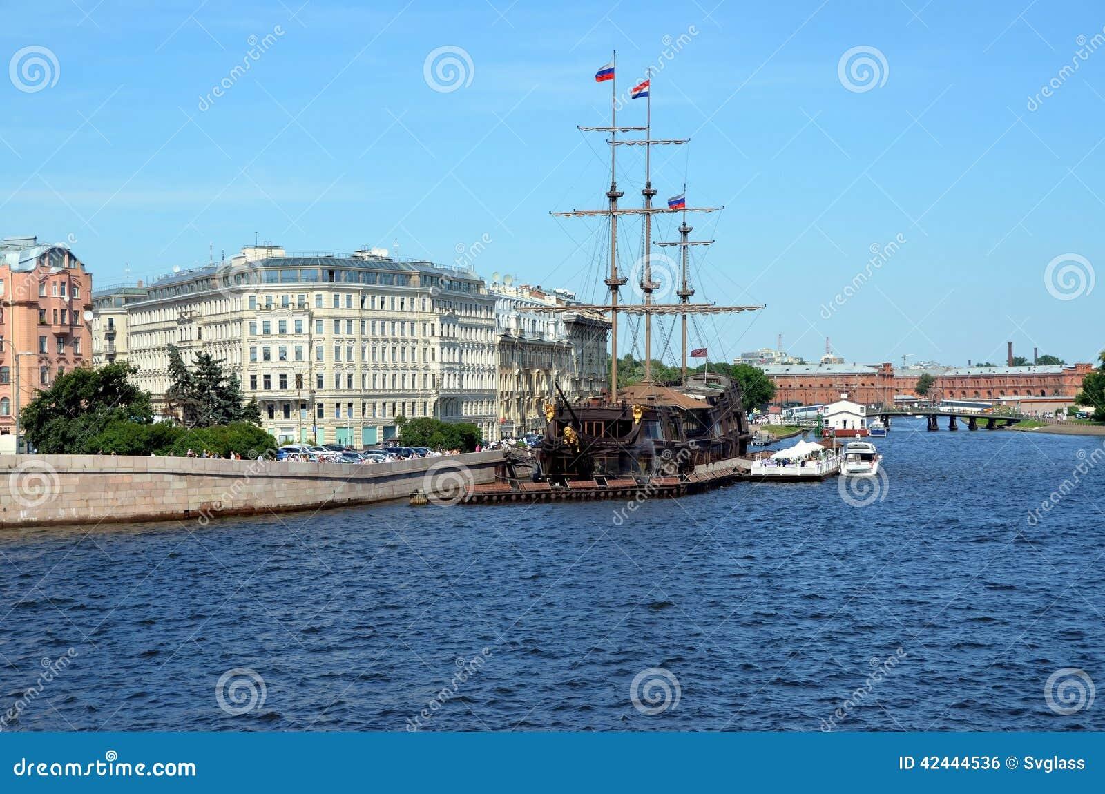 Holandés errante de la fragata, St Petersburg