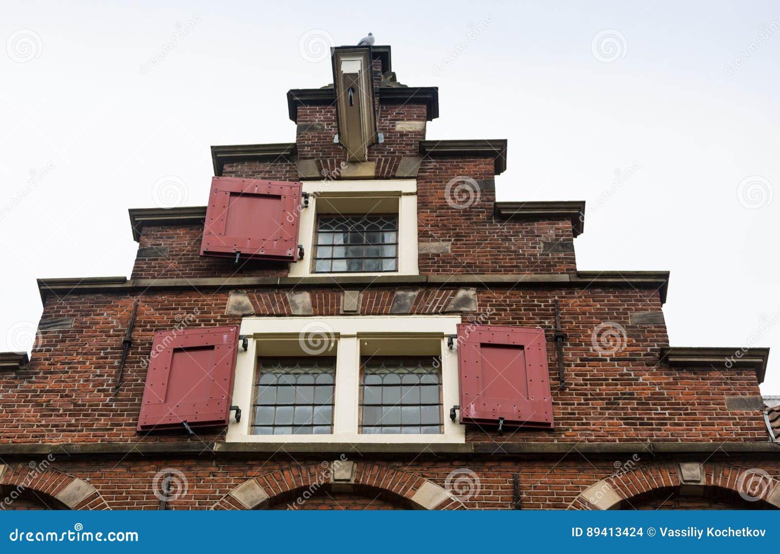 Holanda, Amsterdão, vista da fachada central da estação de trem