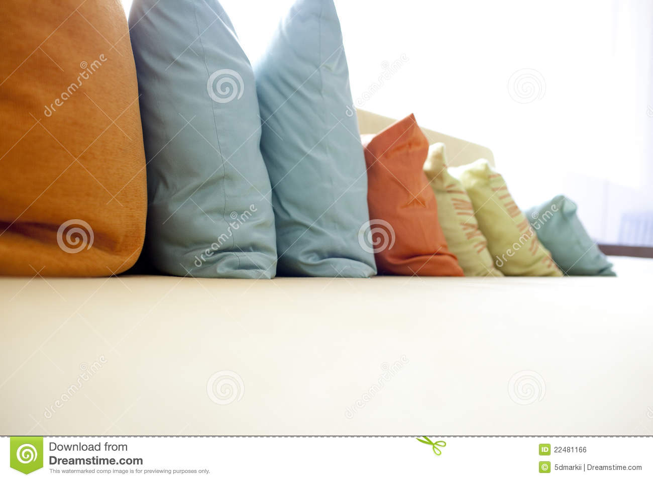 sofa and hold pillow - photo #14