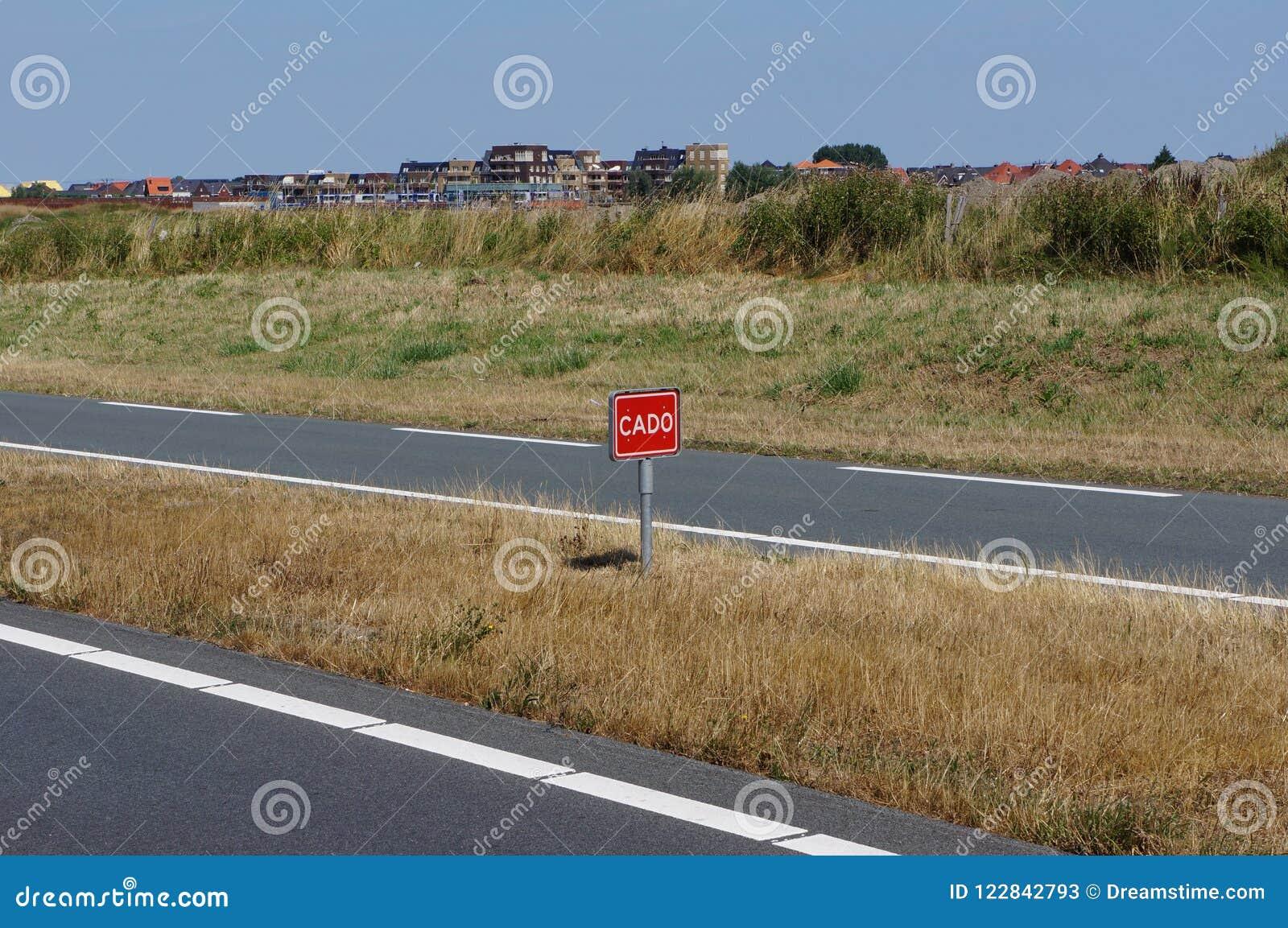 Holenderski słowo CADO na drogowym znaku