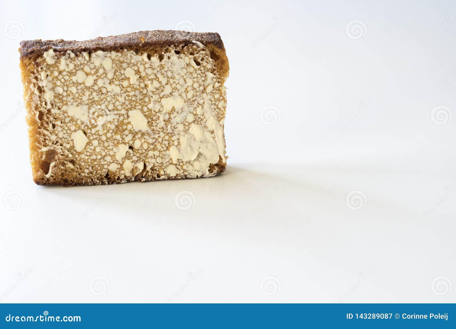 Holenderski spiced chleb nazwany Ontbijtkoek lub Peperkoek Na biel stole Przestrze? dla teksta