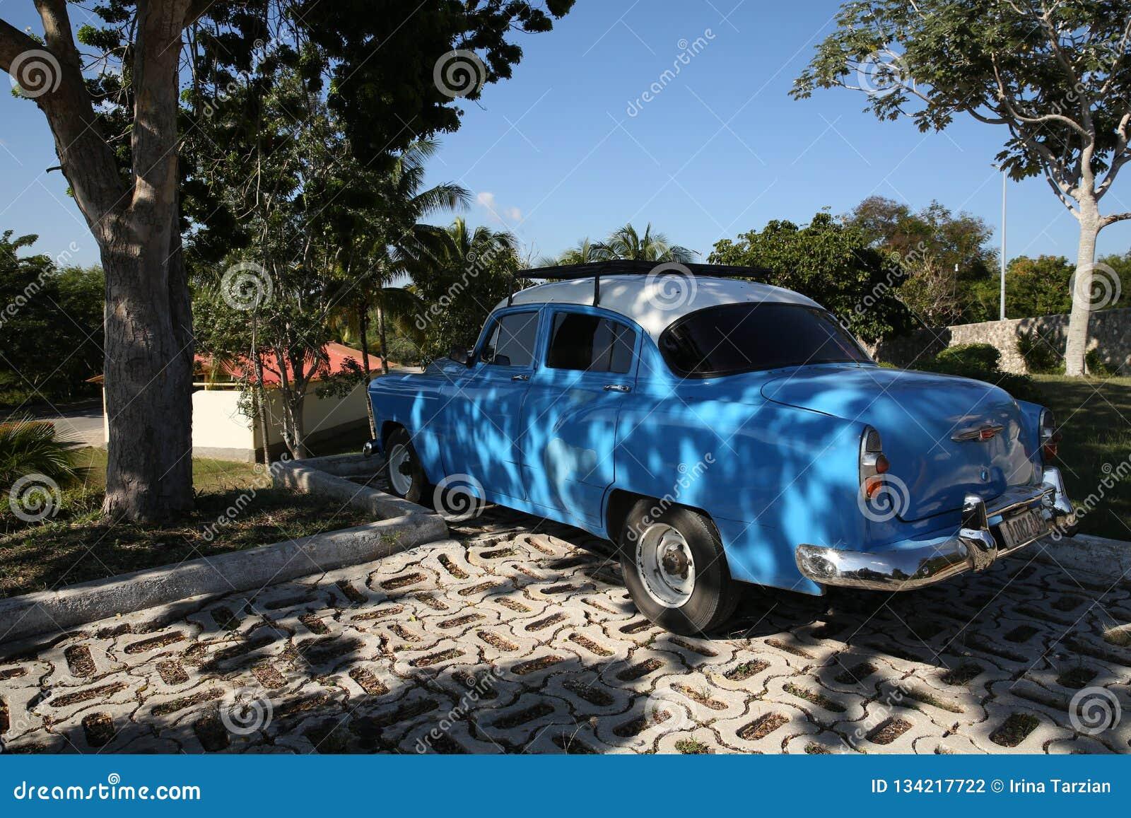 Holguin, Cuba, 11 24 2018 libérations 1953 bleues de Chevrolet de rétro voiture