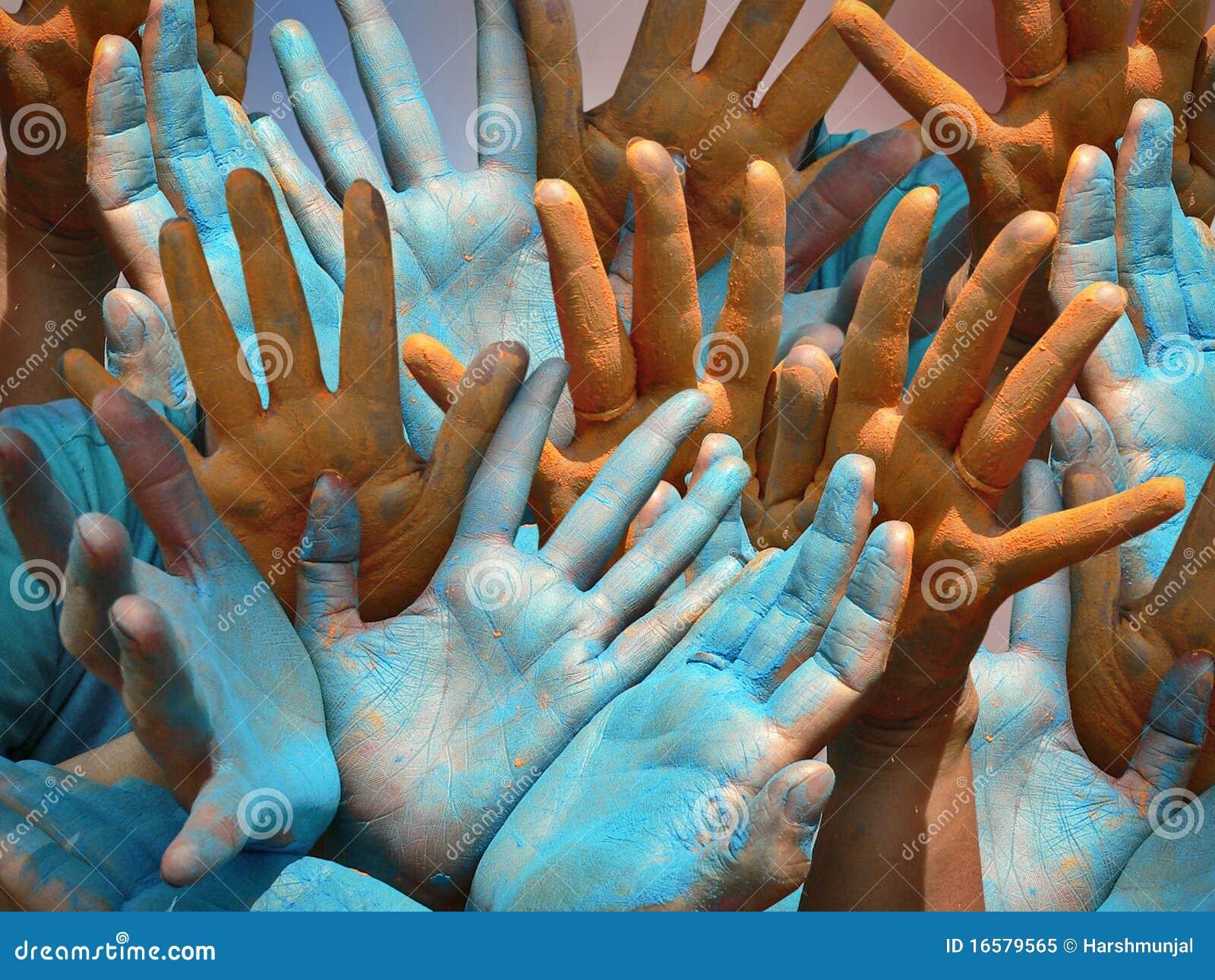 Holi - mains humaines colorées