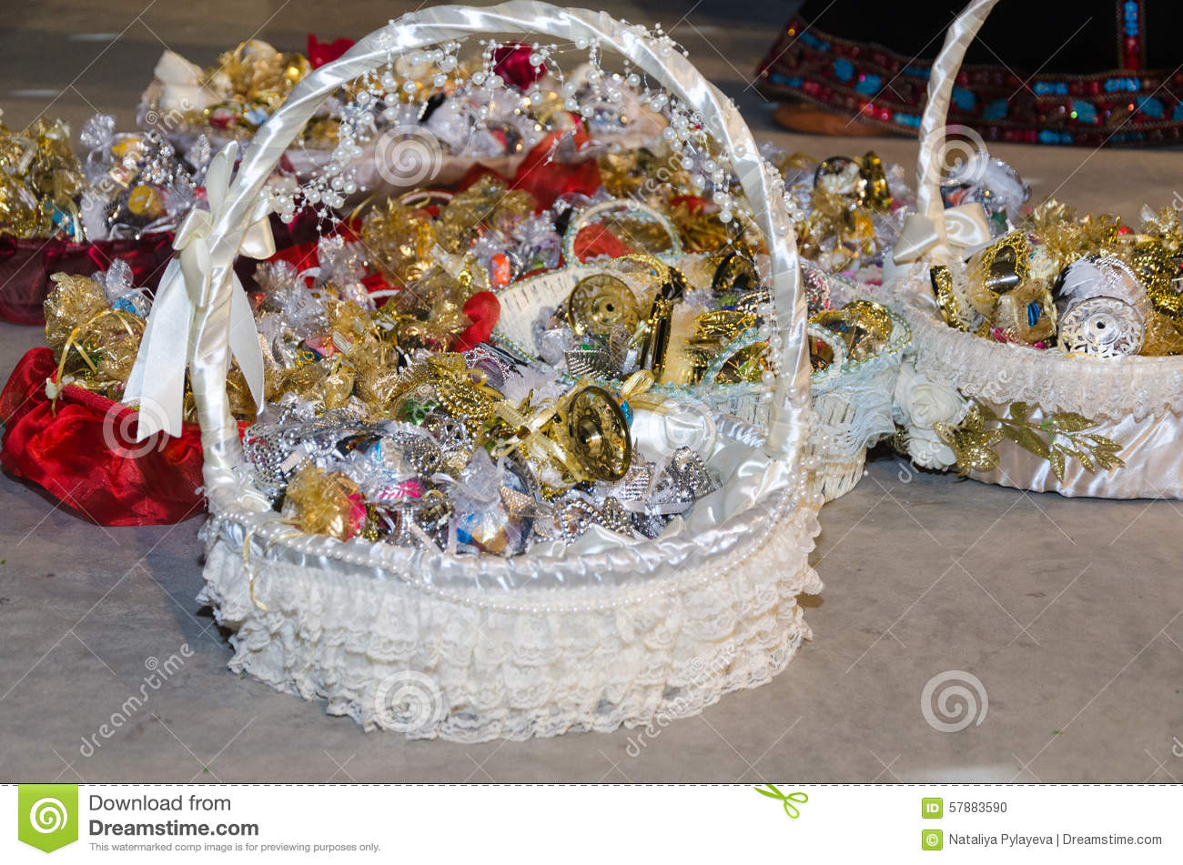 Wedding Gift For Childhood Friend : ... basket with gifts for children and friends of the bride at a wedding