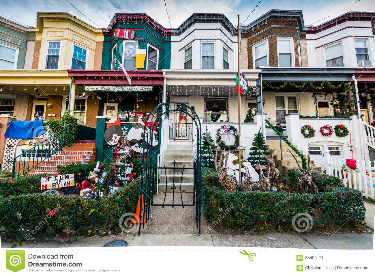 holiday lights and decoration in hampden baltimore maryland - Hampden Christmas Lights