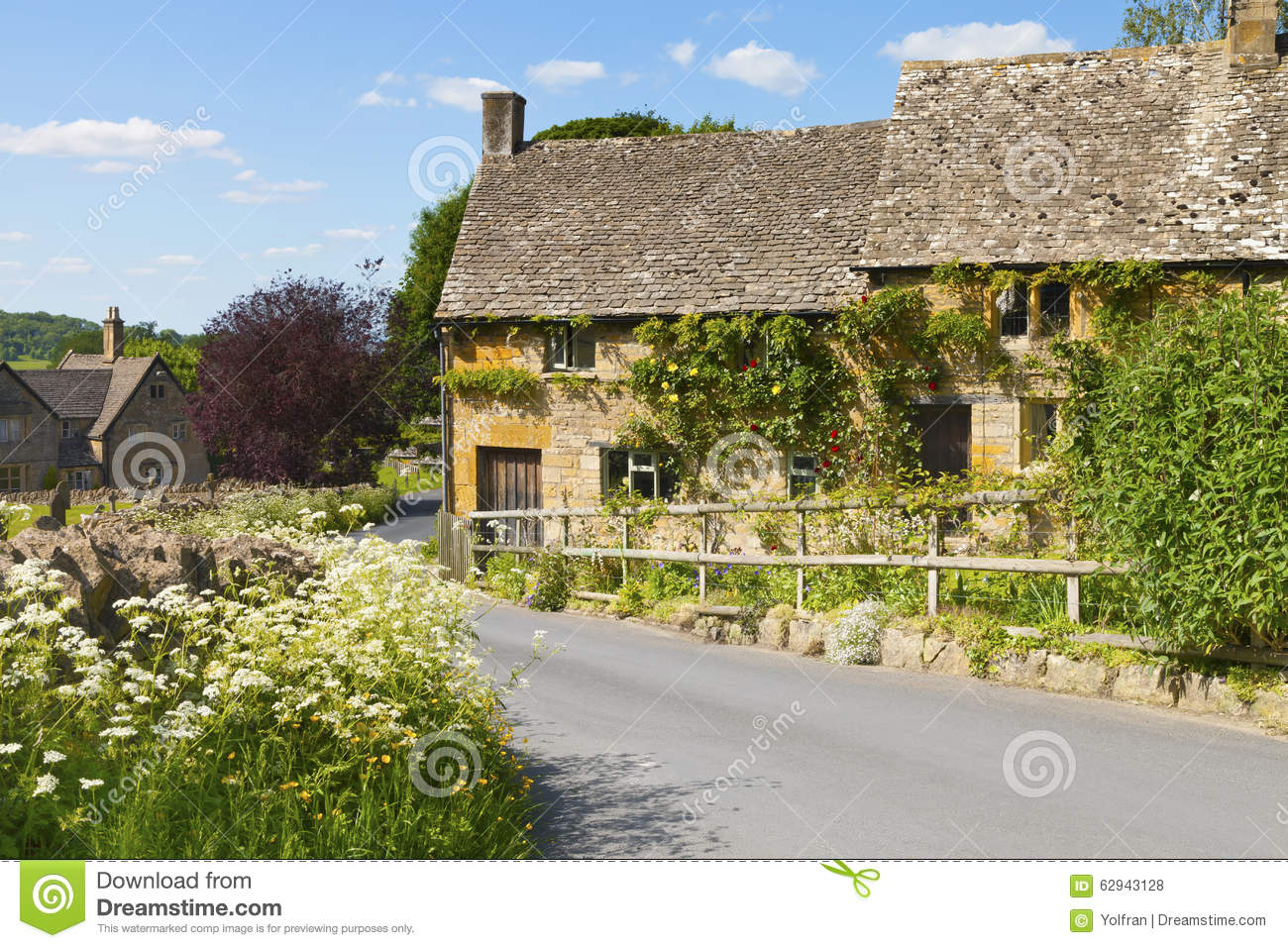 Holiday stone cottages in english countryside village for Cottage anglais