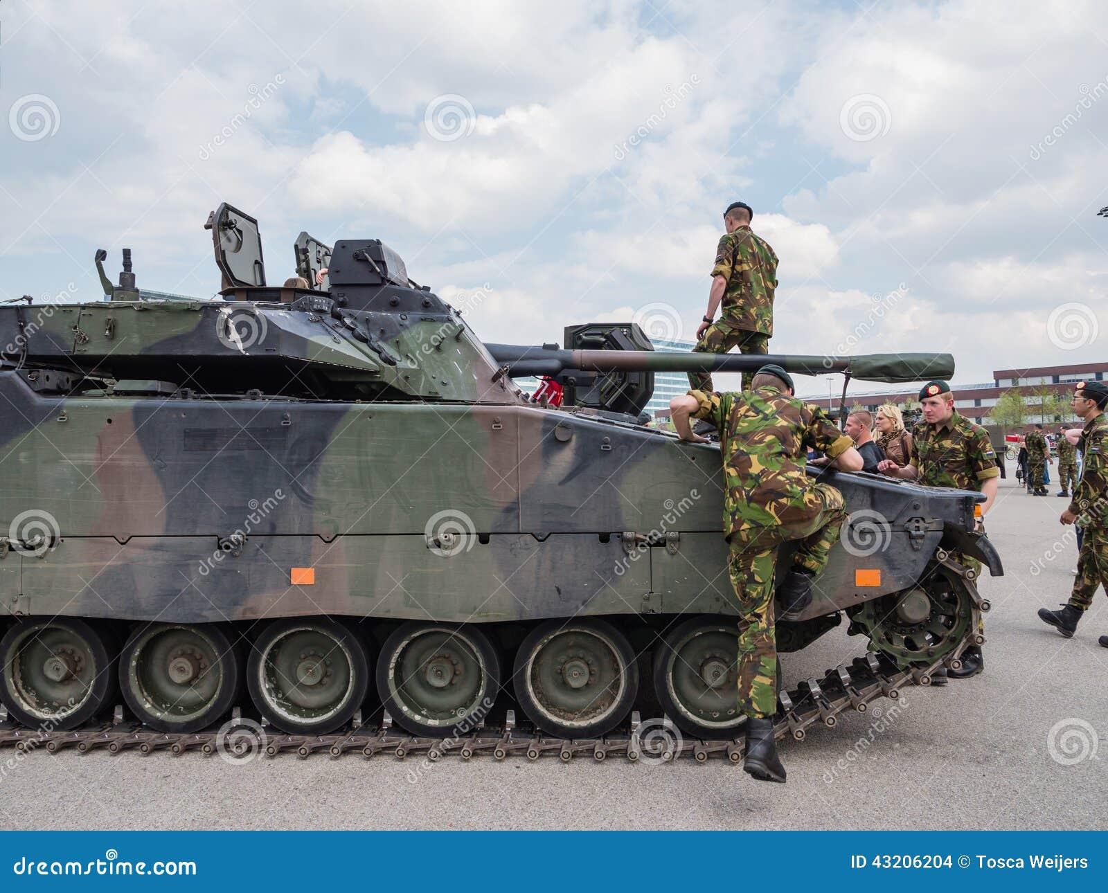 Download Holländsk Militär Behållare Redaktionell Fotografering för Bildbyråer - Bild av weaponry, krig: 43206204
