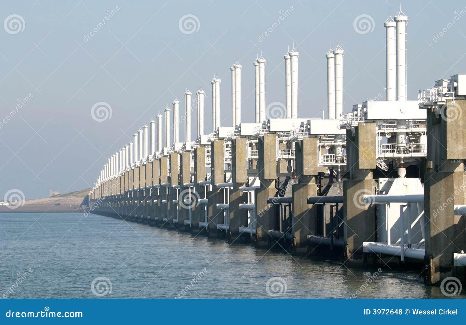 Holländsk stormsvallvåg för barriär