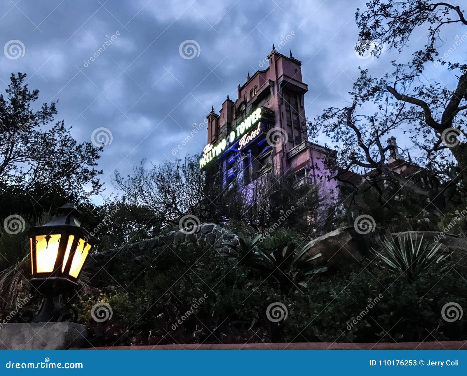 Hollywood tornhotell på studior för Disney ` s Hollywood