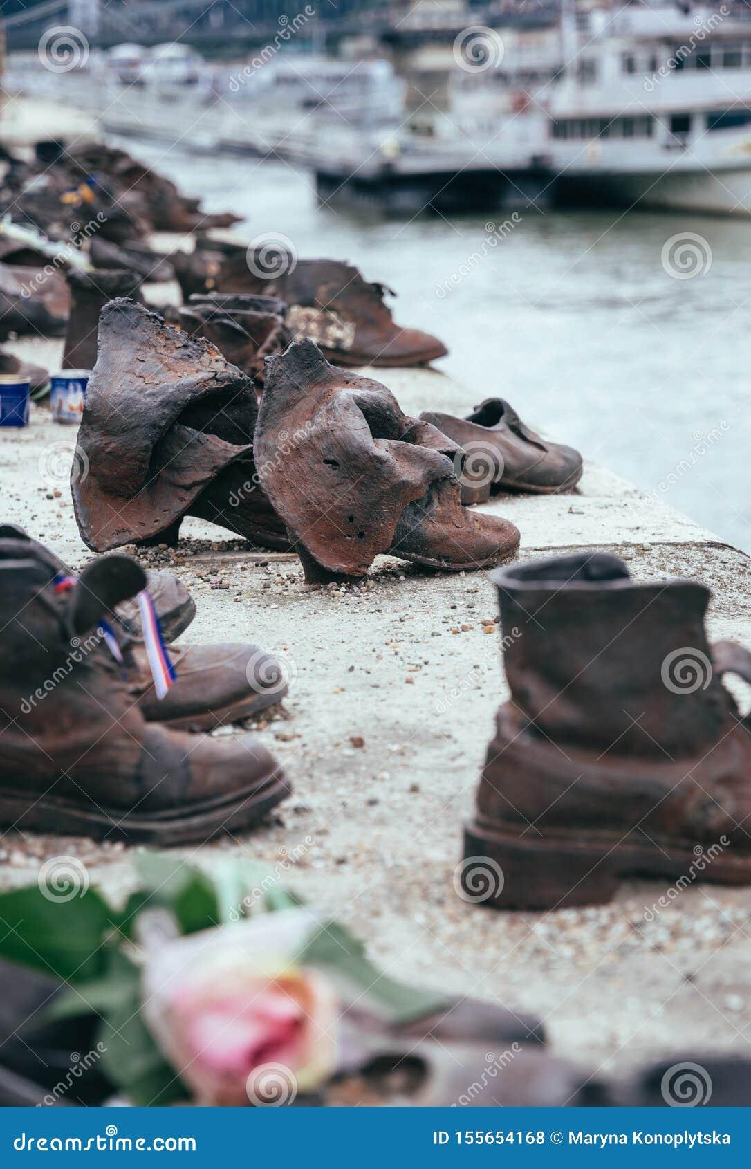 Holocaust in Europa Schoenen op de Dijk van Donau in Boedapest