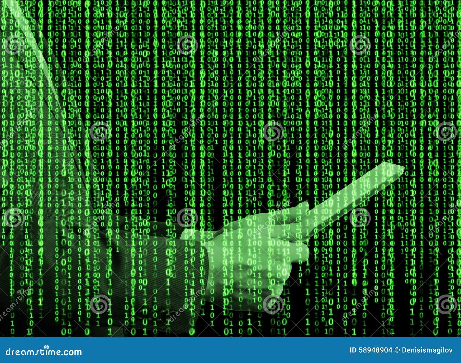 Hologramme de Digital dans un style de matrice Une personne avec le comprimé passe en revue quelques données dans l Internet
