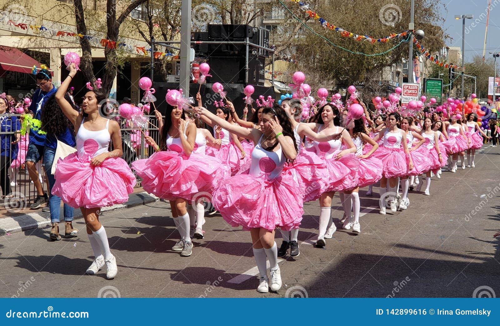Holon, Israele - 21 marzo 2019 Festa ebrea Purim, processione festiva Adloyada