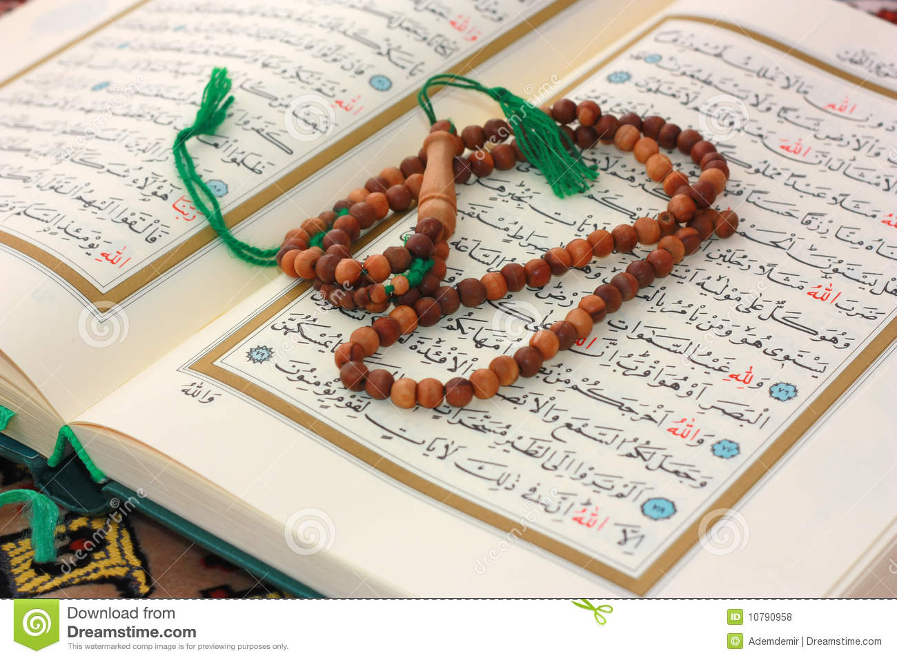Citaten Quran Gratis : Holy quran with wooden rosary stock photo image