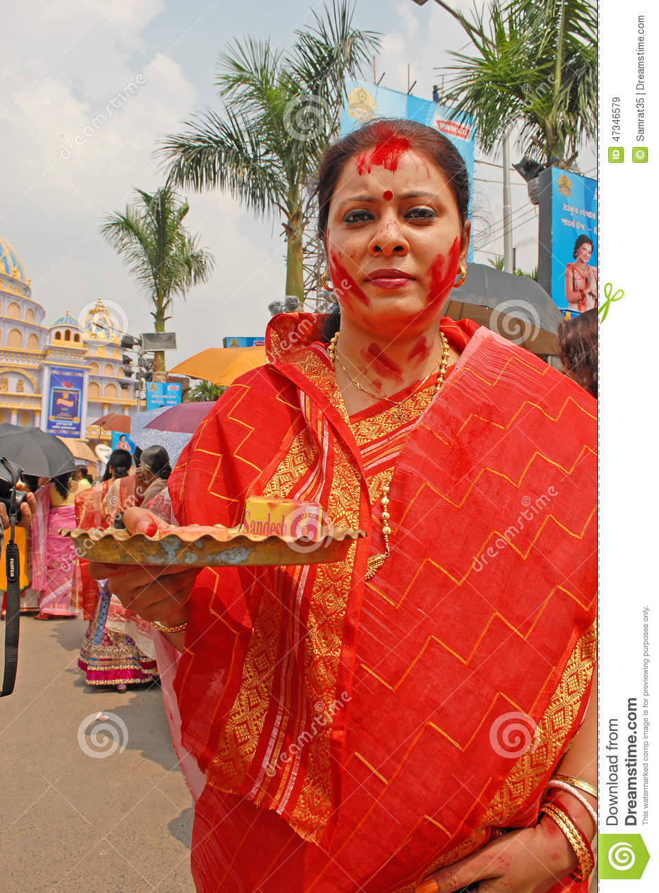 vermilion hindu single women Bindi or tika bindi is derived from the sanskrit word bindu, which means a 'dot' it is usually a red dot made with vermilion powder and is worn by the hindu women between their eyebrows on their forehead.