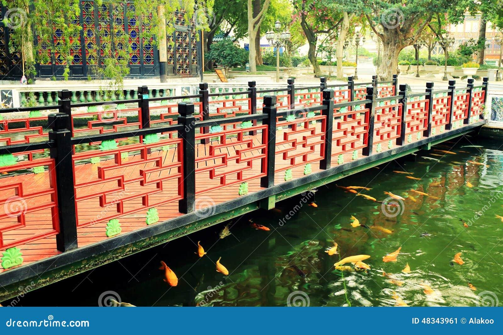 Fantastisch Download Holzbrücke Des Traditionellen Chinesen Im Alten Chinesischen Garten,  Asiatische Klassische Hölzerne Brücke In China