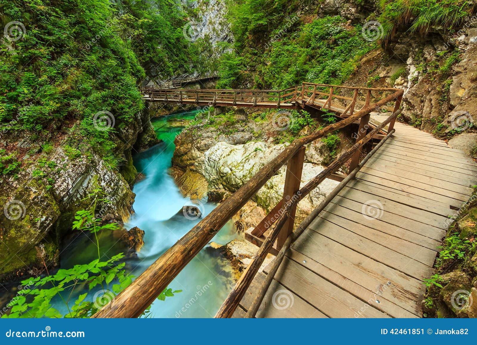 Holzbrücke und Green River, Vintgar-Schlucht, Slowenien, Europa