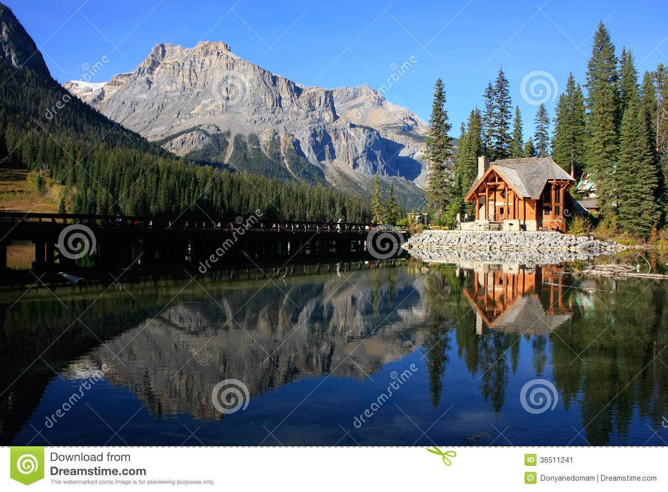 holzhaus bei emerald lake yoho national park kanada. Black Bedroom Furniture Sets. Home Design Ideas