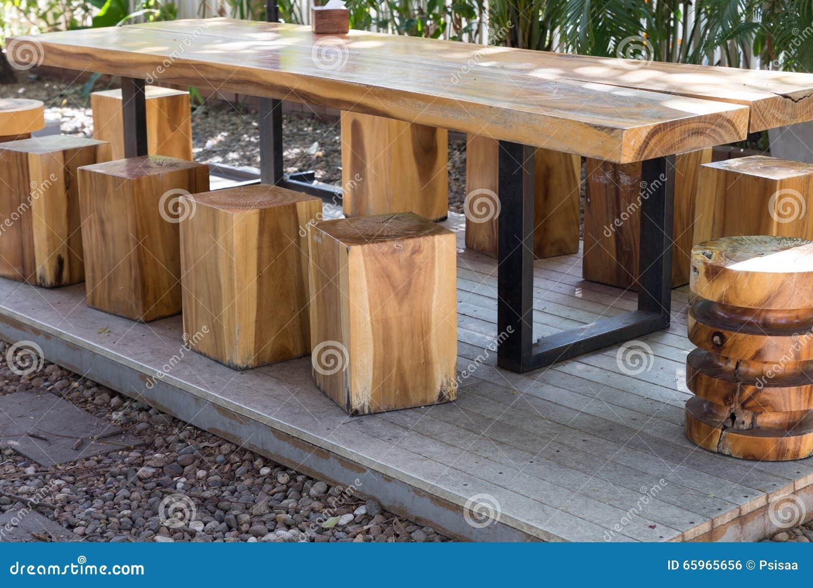 Holztisch garten catlitterplus for Holztisch garten
