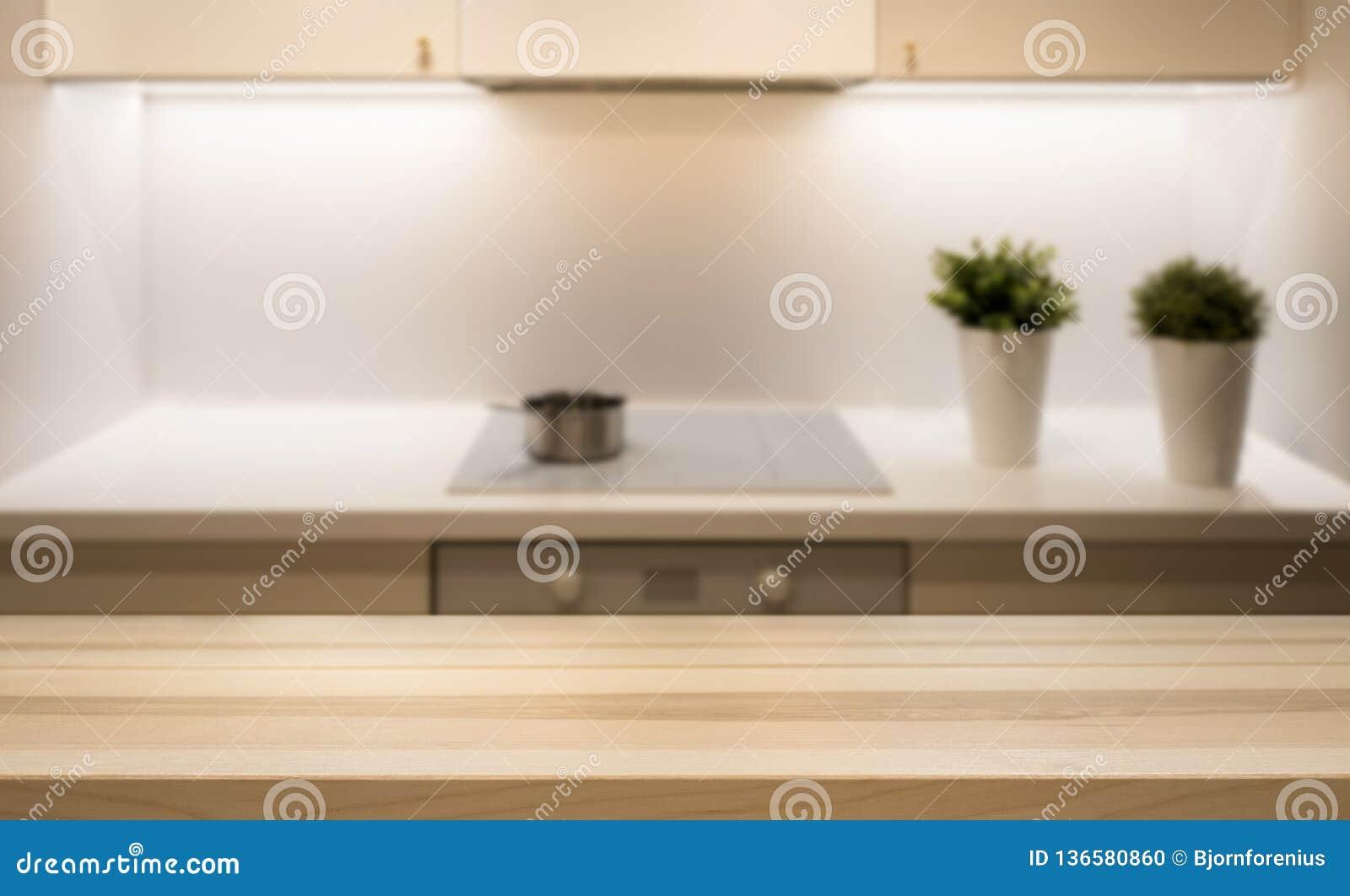 Holztischspitze Auf Kücheninsel Im Modernen Einfachen ...