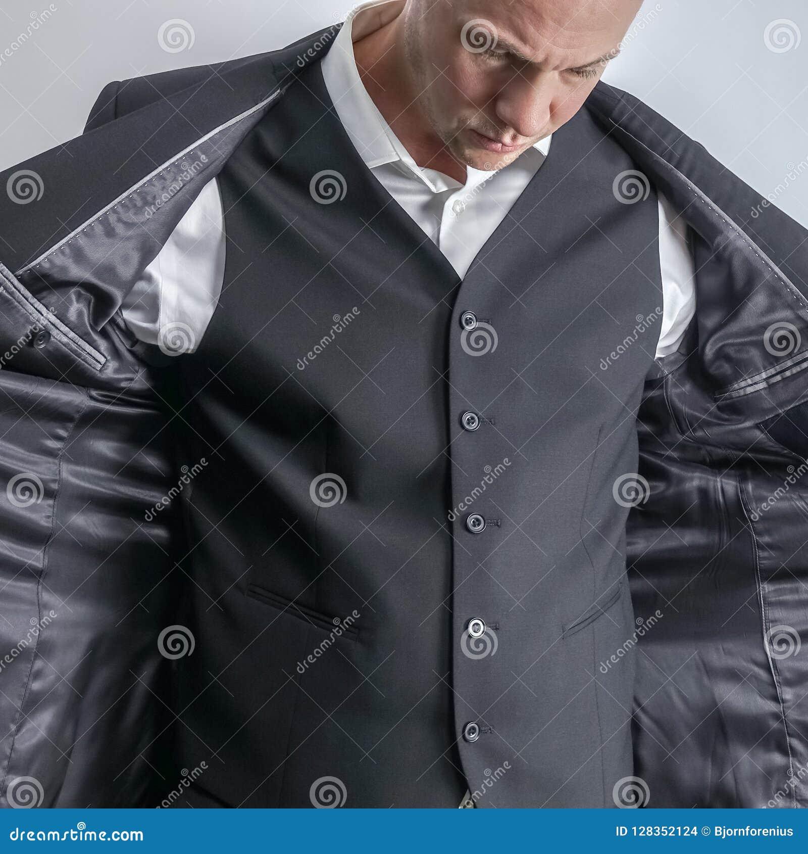 Hombre negro bien vestido