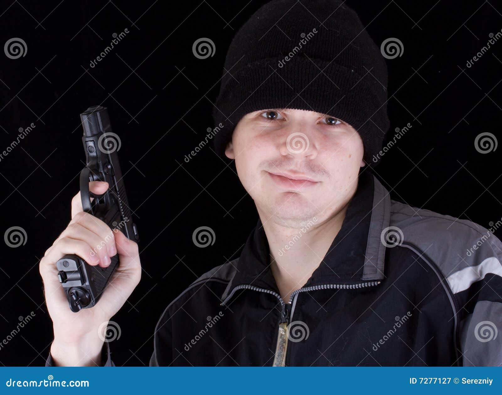 Hombre con el arma