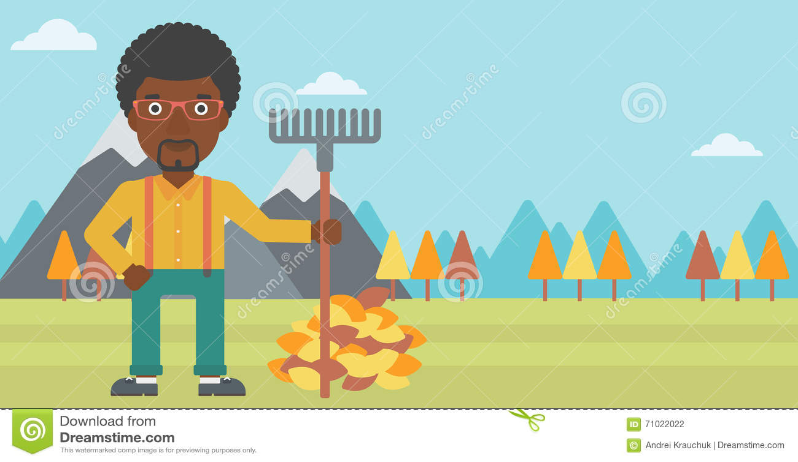 Hombre con el rastrillo que coloca el montón cercano de las hojas de otoño