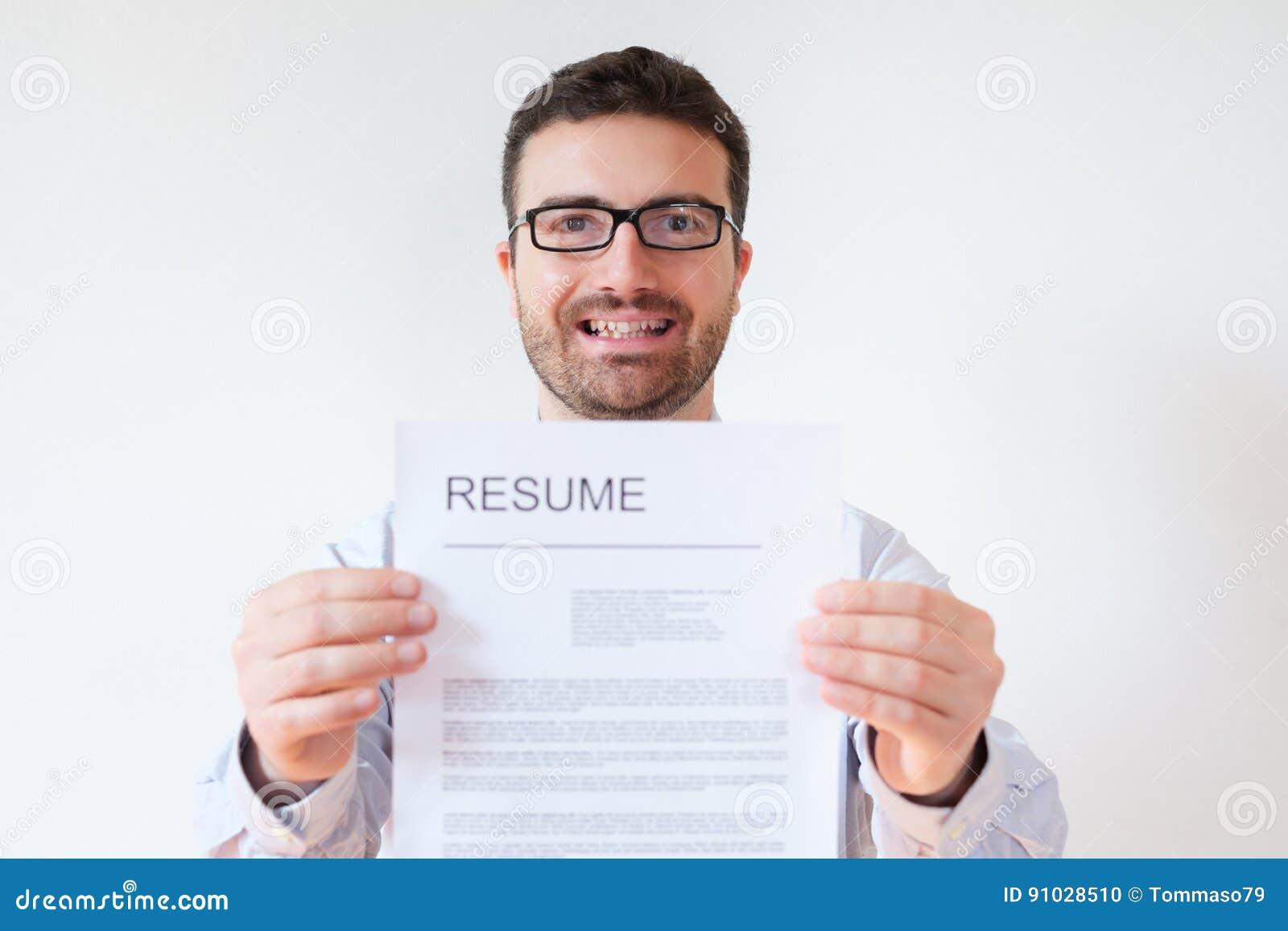 Hombre Con La Carrera Del Curriculum Vitae Y Del Trabajo Lista ...