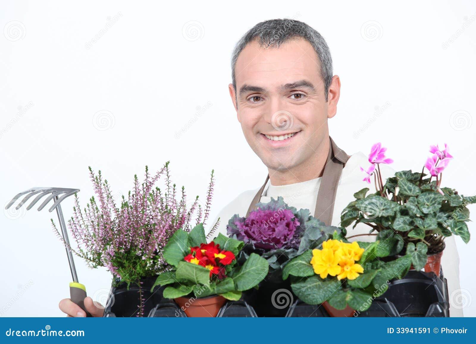 Hombre con las flores