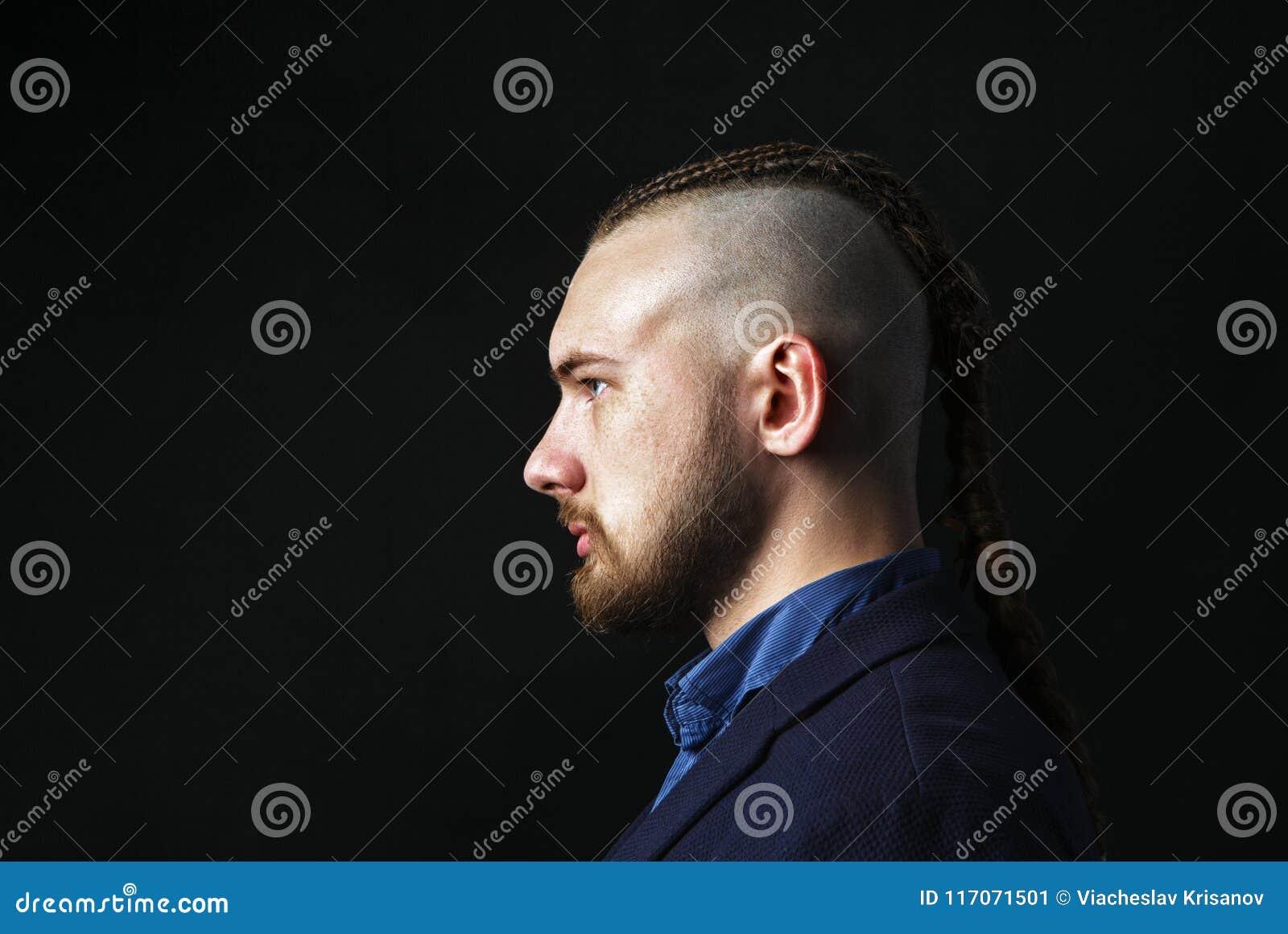 Hombre Con Los Dreadlocks Parecer Un Vikingo Corte De Pelo